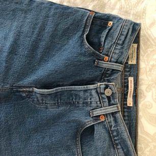 Oanvända Levis jeans. Storleken passar de som har 34/xs-s på vanliga jeans. Märke: Ribcage
