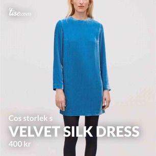 Klänning/tröja i sammet och silke från Cos. Otroligt fin lyster! Använd två gånger men skicket är felfritt. Kan skicka fler bilder🍀