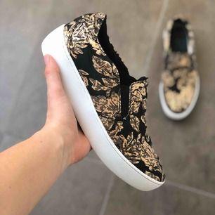 Superfina och coola skor som säljes då de inte kommer till användning! Bara att höra av sig vid önskemål på fler bilder! Köparen står för frakten🥰