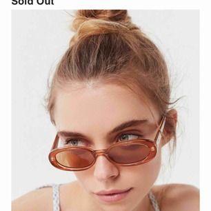 Trendiga solglasögon ifrån Le specs ✨ Nypris 550kr ✨