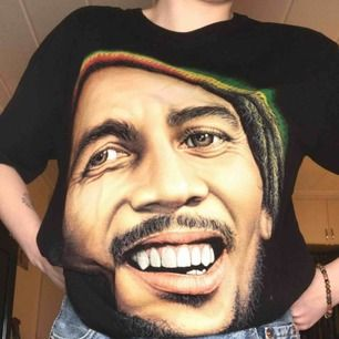 Bob Marley tröja som lyser i mörker, använd fåtal gånger🌸20+20krfrakt