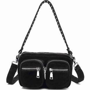 Säljer denna trendiga och populära väska från Noella! Använd ett antal gånger. Köpare står för frakt!!!