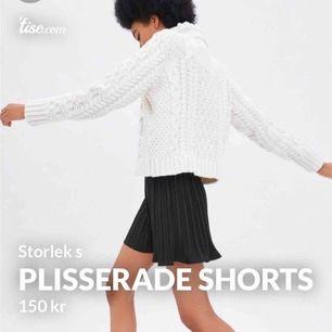 Plisserade shorts storlek s, använda och tvättade en gång - felfritt skick! 42kr frakt