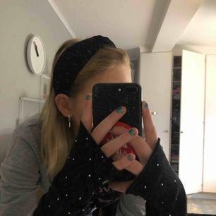 Jag vill testa och se hur stort intresset är på dessa handskar/vantar som verkligen piffar upp din outfit, jag har fler på lager!