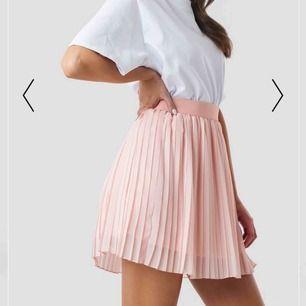 Säljer denna härliga kjolen för 200kr! Använd 1 gång