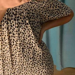 Oanvänd Leopard klänning från Ellos!🤍