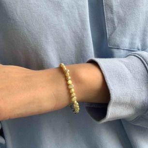 Vintage armband med fina stenar. Frakt ingår i priset