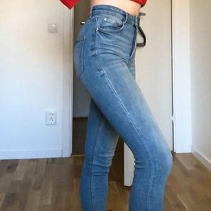 Blå jeans från Zara. Använt endast 2 gånger.