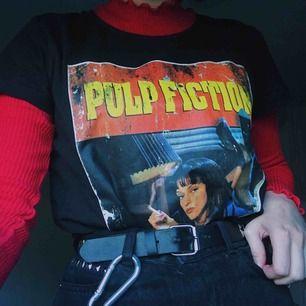 cool pulp fiction tröja som tyvärr inte används. frakt på 40kr tillkommer :)