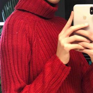 Säljer denna fina stickade tröjan! Lite oversized om du har Xs så lite mer som en S!💗💗