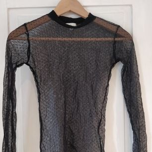 Mesh shirt, användes under t-shirts och andra tröjor för layering.