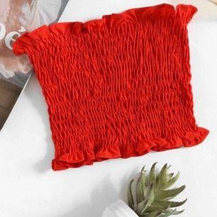 röd tub topp från shein🥰 använd en gång!  köparen står för frakten