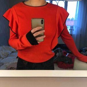 Stickad tröja i mjukt material med lite längre ärmar. Köpt från nakd