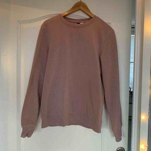 En beige-rosa hoodie  Frakt tillkommer