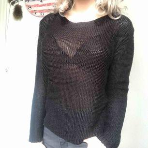 Super fin stickad tröja från H&M i storlek S! Bra skick. Köparen står för frakten men kan även mötas upp i Uppsala, Knivsta eller Sigtuna.  Tveka inte att fråga mig om något! 😻