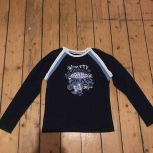 Snygg ny tröja jättefint skick från märket drop:)