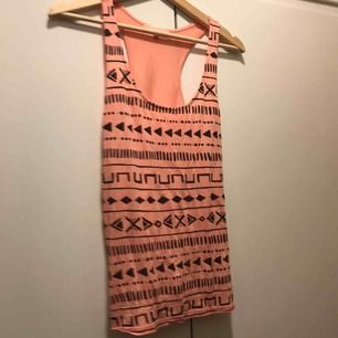 Somrigt linne från Pimkie. Köparen står för fraktkostnaden.