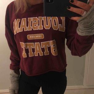 Denna college tröja ifrån pull&bear⭐️ mycket bra skick:)