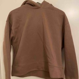 Säljer min fina hoodie från zara!! Säljs då den aldrig kommer till användning. Använd ksk 2 gånger :/ möts HELST upp i centrala Stockholm annars står köparen för frakt! <3 Skriv för fler frågor