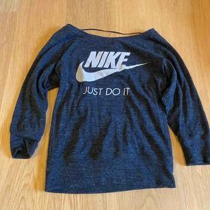 Helt oanvänd Nike tröja, jätte fin!. Såklart äkta ! Köparen står för frakten, 11kr
