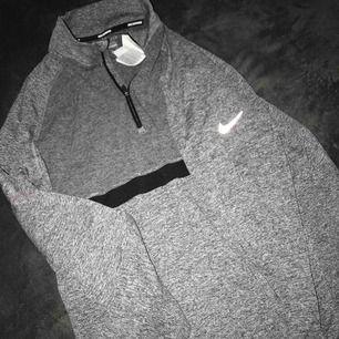Oversized Nike träningströja! Skit skön. Säljer pga har likadan!!