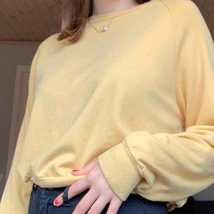 Jättefin tröja från bikbok passar även S frakt tillkommer