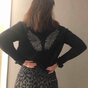 Skitsnygg hunkydory tröja som tyvärr jag inte använder, 300kr eller bud, frakt på 53kr tillkommer 💕