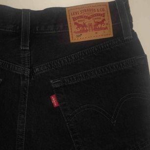 Slitna Levis shorts, modell 501. Säljer då dem blivit för små för mig. Köparen står för frakten