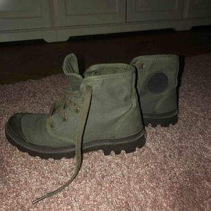 Palladium skor  Gröna i storlek 38  Väldigt fint skick  Säljer pga dem inte kommer till användning  Kan mötas upp i centrala Stockholm eller frakta (köparen står då för frakten) 😁