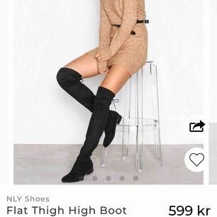 Overknee boots från Nelly! nypris: 599kr!  Använda fåtal gånger, då nu de ej kommer till användning tyvärr. Dock finns inte banden kvar där bak, men går att köpa för ca 15kr. Jag använde de utan band vilket funkade utmärkt!!!