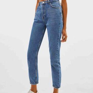 Ett par snygga mom jeans i storlek32, använd fåtal gånger. Har vuxit ur byxorna tyvärr, buda😉
