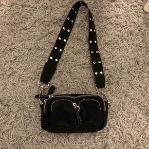Noella liknande väska från Gina, den är som ny!! frakten ligger på 44kr!!