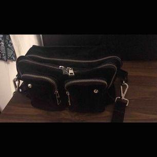 Nunoo väska köpt på Nelly i bra skick. Köpt för 1400kr