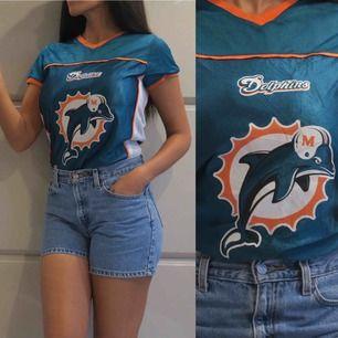 💙MIAMI DOLPHINS💙  Sjukt söt tshirt från Miami dolphins i vintage skick | fraktas för en billig peng | tar 1-2 dagar att få paketet 💌