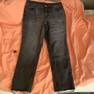 Super fina jeans från cheap monday. Är för liten för mig och brukar ha storlek 38 så skulle säga att den passar 36. Köparen betalar för frakt Använd ca 5 gånger