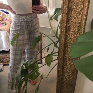 Sviiiin sköna byxor ifrån boohoo 🖤 så pass stretchiga att nån ifrån Xs upp till M kan använda dom!😍 as coola och man får väldigt fin rumpa i dom!🌾 köparen står för frakten