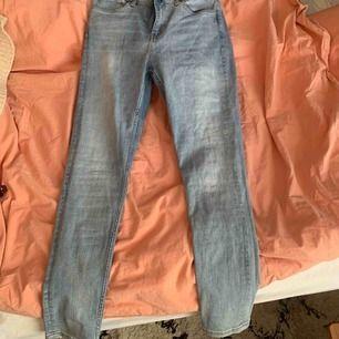 Super fina jeans från weekday.  Säljer då dom är för stora för mig i midjan  Dom är i storlek M Köparen betalar för frakt. Använd ca 3 gånger.