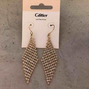 Nya örhängen från glitter som aldrig är använda, pris kan alltid diskuteras ⭐️