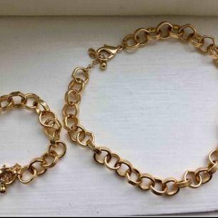 Halsband och armband från NA-KD. Helt oanvända, 40 kr styck eller 70 kr för båda. Frakt: 39 kr oavsett