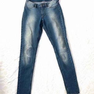 Väldigt sköna stretchiga jeans. Använt ett par tillfällen.