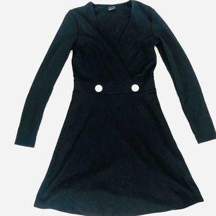 Helt oanvänd klänning från Gina men som för mig känns lite lite stor i storleken. Kan hämtas i solna/vasastan eller skickas via post emot porto