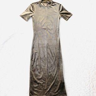 Aldrig använt pga jag är så kort så klänningen känns på gränsen lite för lång för mig. ( jag är 1,56) kan hämtas upp eller skickas via post emot porto