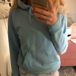 skönaste hoodien från carlings, ljusblå och jätte söt!! köparen står för frakt 💕💘💟