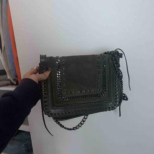Säljer denna super snygga väska ifrån Zara🌟 Köpt för 800kr