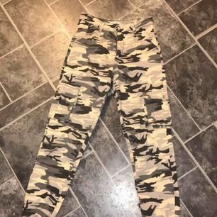 Camouflage byxor stl XS från madlady, nyskick Köpare betalar eventuell frakt☺️
