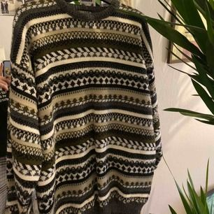 säljer min fina tröja som är i storlek M :) frakten kostar 30kr