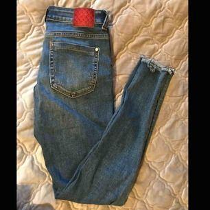 Blåa tajta jeans från Zara💓 Frakt tillkommer