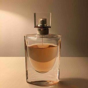 La vie est belle parfym använd lite !  Möts gärna upp i stockholm annars tillkommer frakt! 💞💞