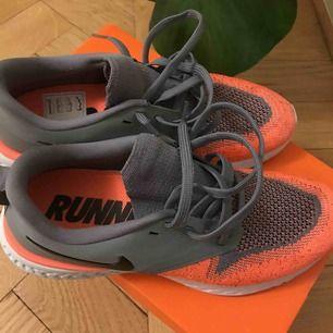 Helt oanvända Nike löparskor. Odyssey React Flyknit 2. Nypris 1400kr.