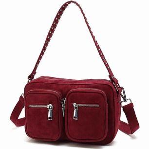 Säljer min Noella väska då den inte kommer till användning. Den är i väldigt fint skick då den endast är använd ett fåtal gånger. Modellen är Celina, perfekt storlek till vardagen! Pris kan diskuteras vid snabb affär! Pm för bilder⭐️